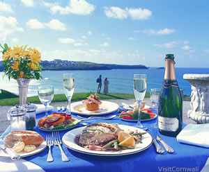 Alfresco dining photo by Visit Cornwall