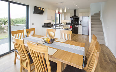Open plan dining area and kitchen at Ridgeway Park holiday cottage