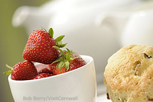 Strawberries and cream photo by Bob Berry/Visit Cornwall